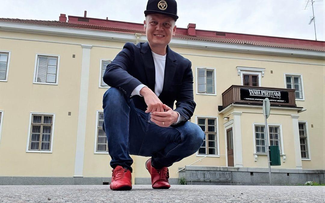 Diili-kilpailija Janne Immonen vetää automaattihotelli Vanhaa Postitaloa